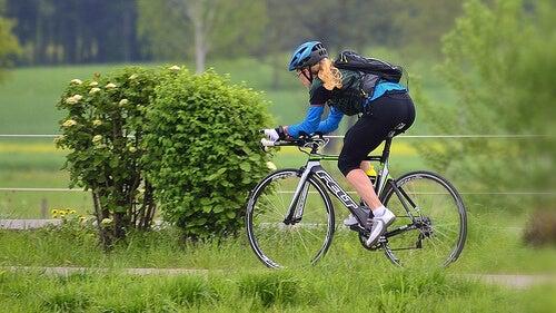 Mersul pe bicicletă pentru întărirea mușchilor fesieri