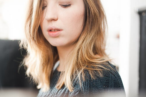 Părul uscat îți conferă un aspect foarte nesănătos