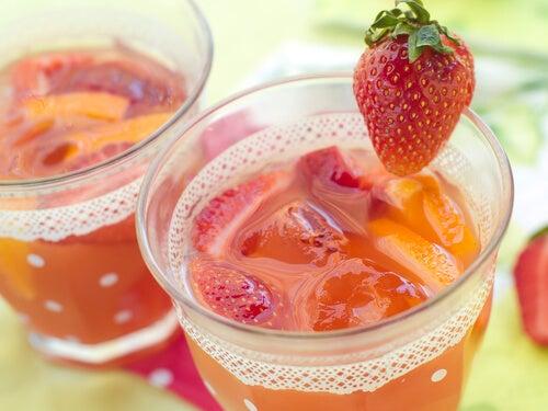 Sucul de căpșuni este bun pentru piele