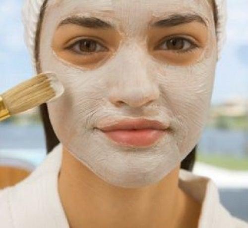 O mască de argile poate micșora porii dilatați