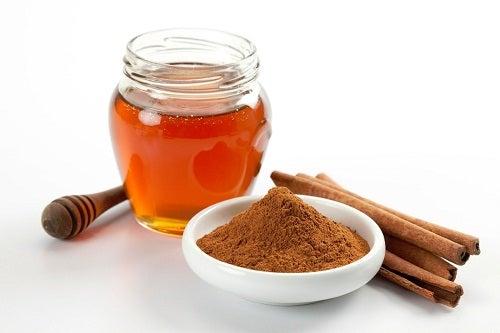 Scorțișoara și mierea oferă beneficii pentru sănătate