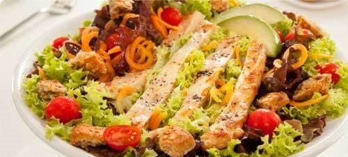 Semințele de in pot fi incluse într-o salată