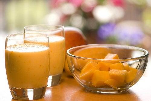 Smoothie portocaliu pe bază de papaya
