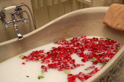 O baie relaxantă te ajută să alungi stresul din viața ta