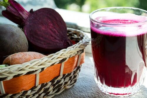 Sucuri de sfeclă și morcovi care pot combate anemia