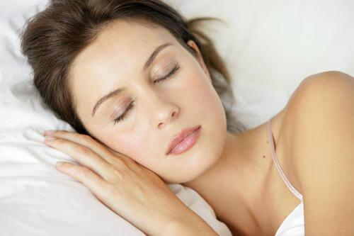 Tehnica 4-7-8 îți asigură un somn odihnitor