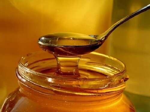 Tratează tusea cu miere naturală de albine