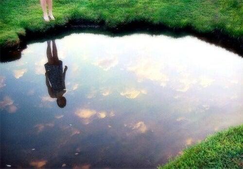 Reflecția ta îți va dezvălui tristețea pe care o simți