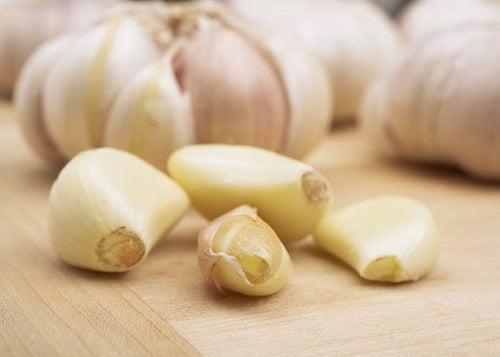 Usturoiul este un remediu eficient pentru paraziții intestinali