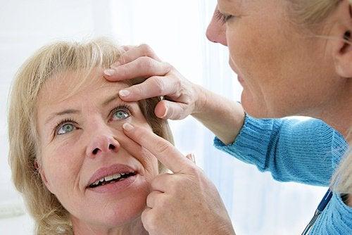 Consult pentru probleme cu vederea