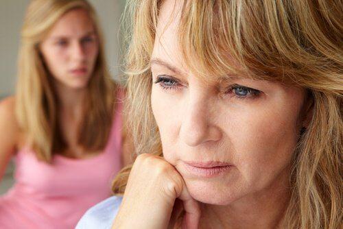 Schimbările prin care trece femeia la menopauză