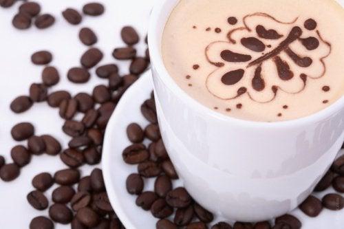 Alimente care provoacă celulită precum cafeaua