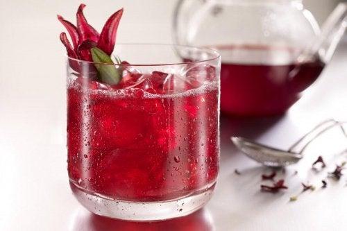 Infuzie de hibiscus pentru eliminarea țesutului adipos
