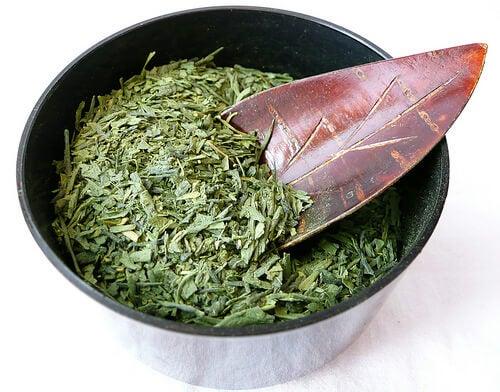 Ceai verde cu ghimbir uscat și măcinat