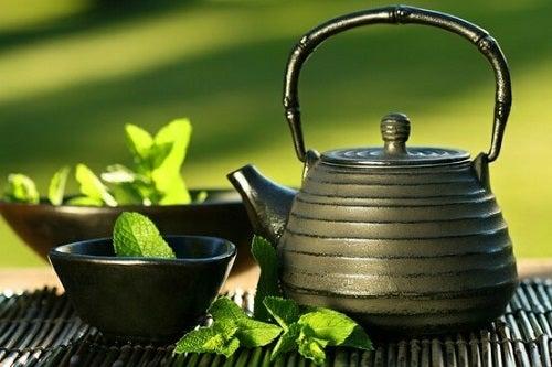Ceaiul verde combătând retenția de apă
