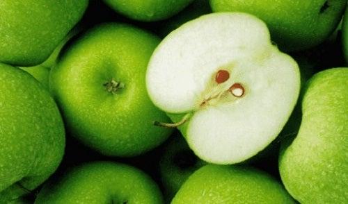 Cele mai sănătoase fructe precum merele verzi