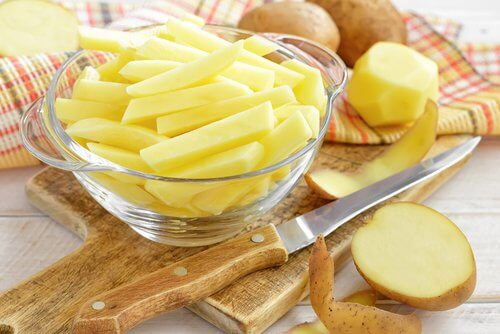 Cartofii oferă beneficii în ceea ce privește creșterea părului