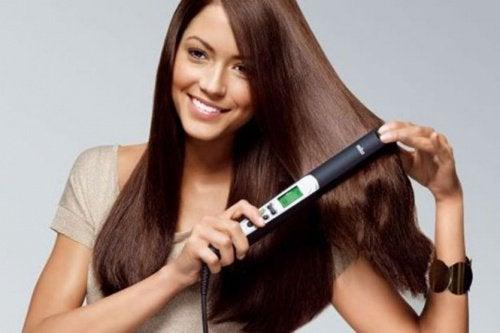 Plăcile de păr inhibă creșterea părului