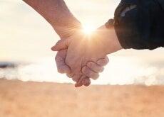 Cuplu fericit arătând dragostea