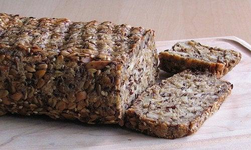 Optează pentru acele diete care includ pâine de semințe de in