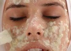 Aplică o mască naturală pentru piele
