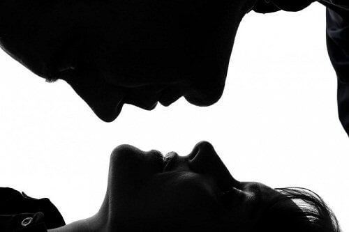 Nevoile femeilor precum a avea un partener matur