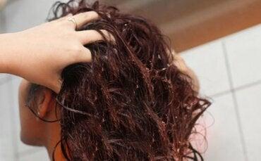 Păr sănătos cu semințe de in: remediu natural