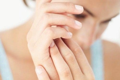 Există multe remedii pentru petele de pe mâini