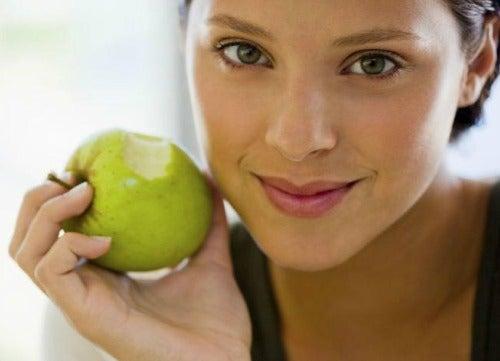 Pielea flască ameliorată cu mere verzi