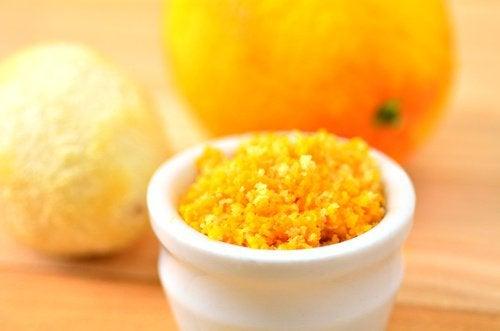 Scăpați de furnici cu coajă de portocală