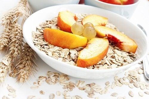 Ovăzul cu fructe vă ajută să reduceți celulita