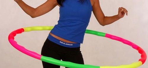 Reduci grăsimea de pe coapse cu hula hoop