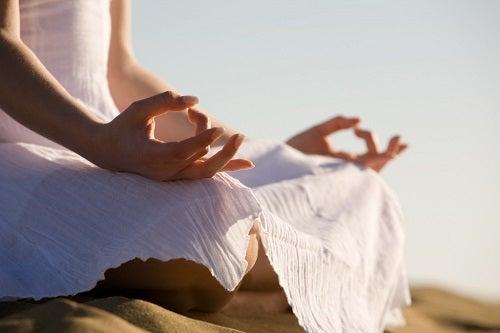 Reduci grăsimea de pe coapse dacă practici yoga