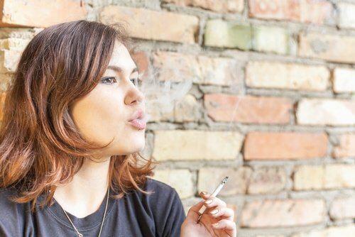 Respirația urât mirositoare cauzată de fumat