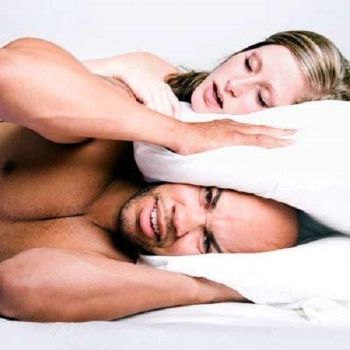 Sforăitul ne afectează sănătatea și viața de cuplu