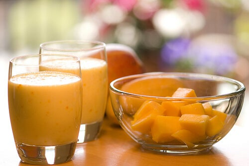 Smoothie care înlocuiește o masă portocaliu