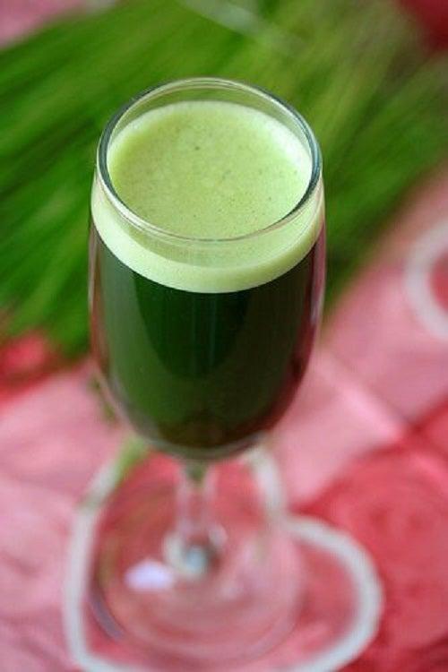 Un pahar de suc verde te va ajuta să ai un somn odihnitor