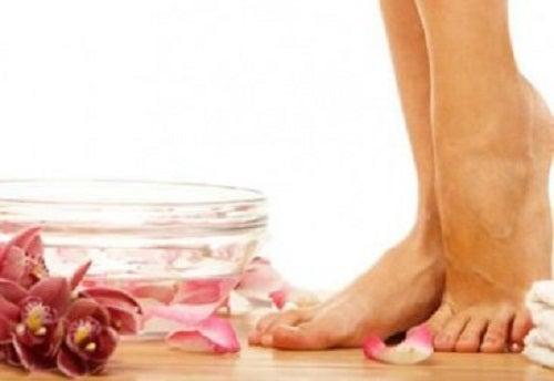 VapoRub poate fi aplicat și pe picioare