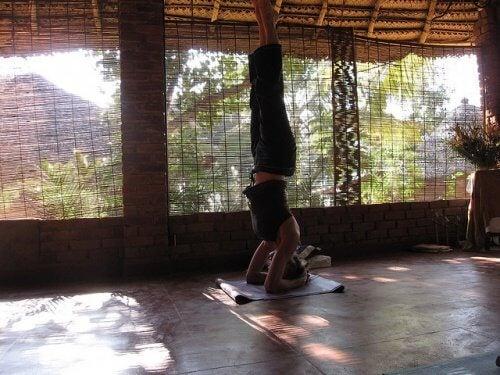 Anumite poziții de yoga te pot ajuta să îndepărtezi varicele