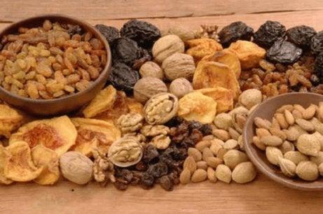 Fructele uscate sunt alimente bogate în fier