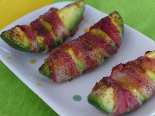 Mănâncă avocado cu bacon la cină