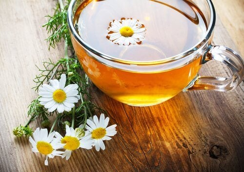 Ceaiul de mușețel combate paraziții intestinali