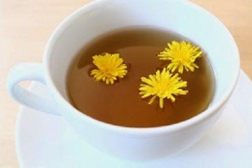 Ceaiul de păpădie protejează vezica urinară