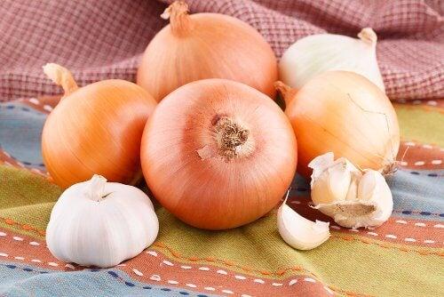 Ceapa și usturoiul sunt legume pentru slăbit