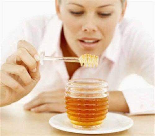 Mierea ajută la exfolierea pielii