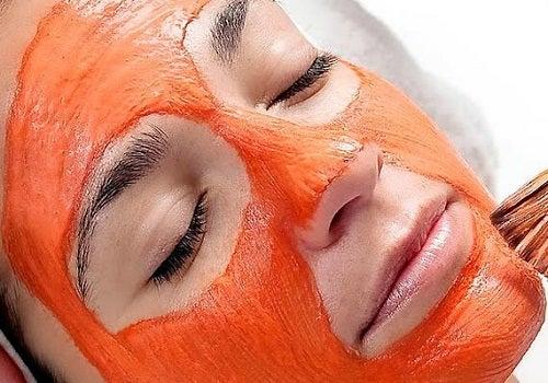 Mască pe bază de morcovi pentru exfolierea pielii