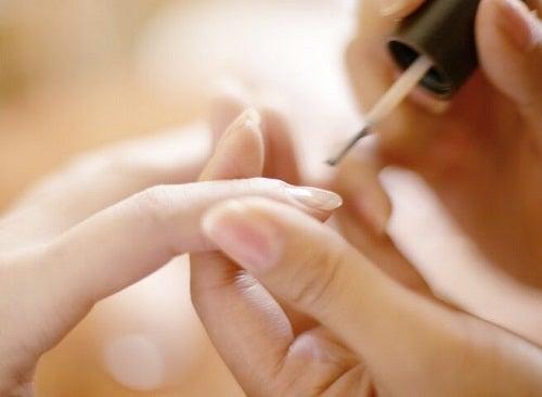 Pasta de dinți este benefică pentru unghii