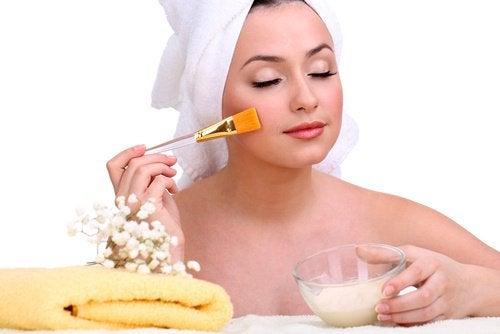Remedii naturale pentru coșuri pe față