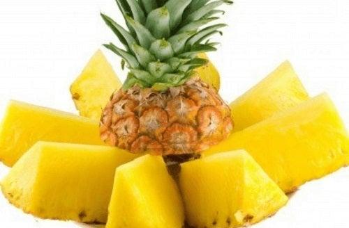 Remedii pentru semnele lăsate de acnee cum ar fi ananasul