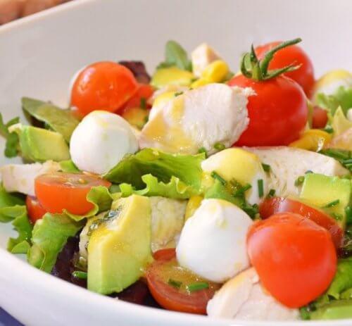 Salată detoxifiantă care previne balonarea